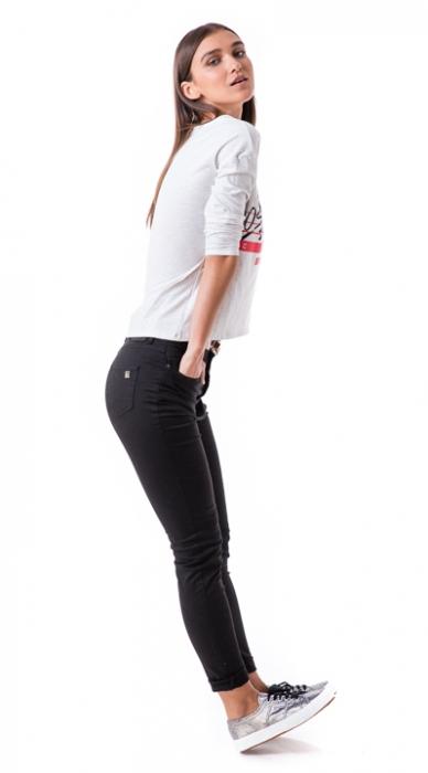 ג'ינס שחור גבוה